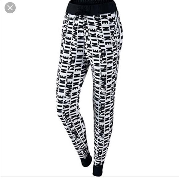 ff9d76394 Women's Nike Black & White Club Joggers | Medium. M_5b9f043234a4ef50542631db